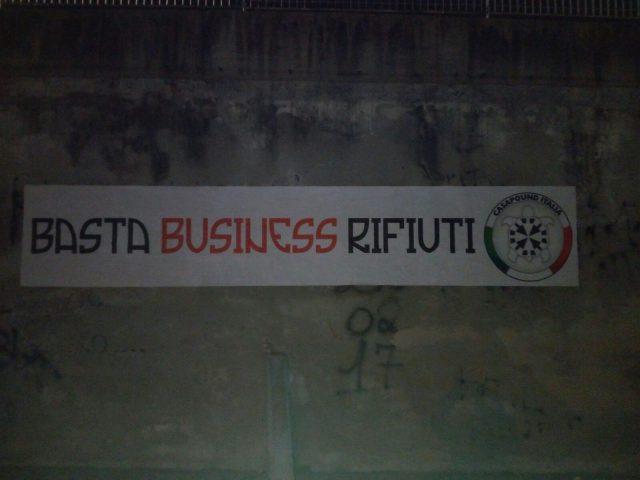 Battipaglia-Casapound-basta business rifiuti-