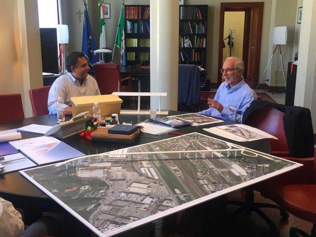 foto tratta dal profilo Twitter del portavoce di Giovanni Toti mostra l'incontro del governatore della Liguria, Giovanni Toti con l'architetto Renzo Piano. +++ATTENZIONE LA FOTO NON PUO' ESSERE PUBBLICATA O RIPRODOTTA SENZA L'AUTORIZZAZIONE DELLA FONTE DI ORIGINE CUI SI RINVIA+++