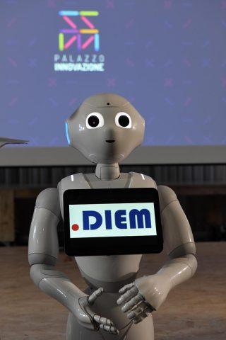 Pepper-Robot-DIEM-foto Massimo Pica