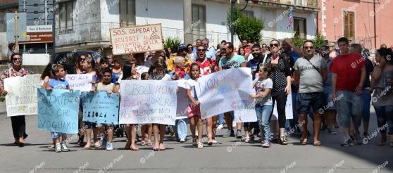 ASL-Salerno-protesta-delle-mamme-Foto La Città