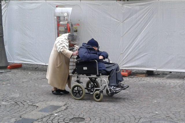 Anziani disabili-Salerno-Foto POLITICAdeMENTE