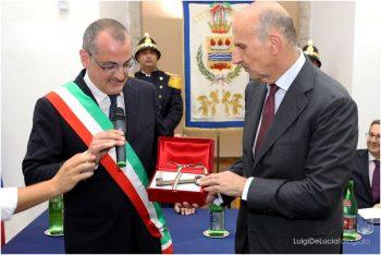 Massimo Cariello-Alessandro Pansa-consegna chiavi della Cittá
