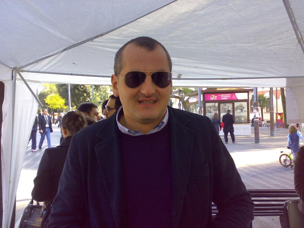 Cariello Massimo al gazebo di Massimo Comune Multiplo