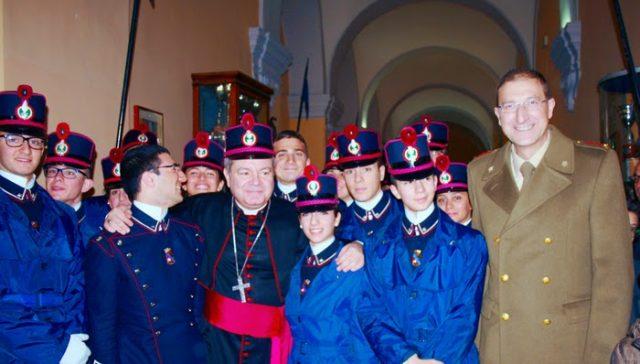 Colonnello Valentino Scotillo con gli allievi della Nunziatella