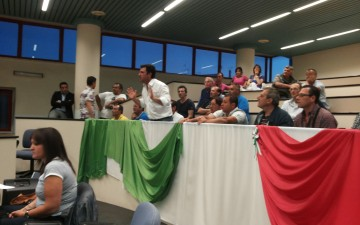 Mario Rega-Consiglio comunale REC-Pubblico-Protesta