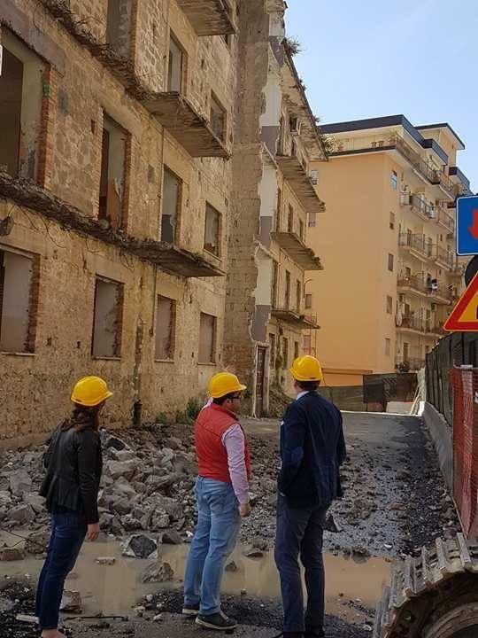 DEMOLIZIONE piazza Regione Campania-Cariello