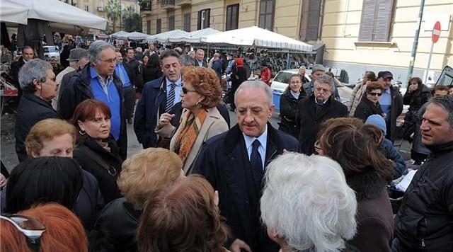 De Luca al mercato di Napoli