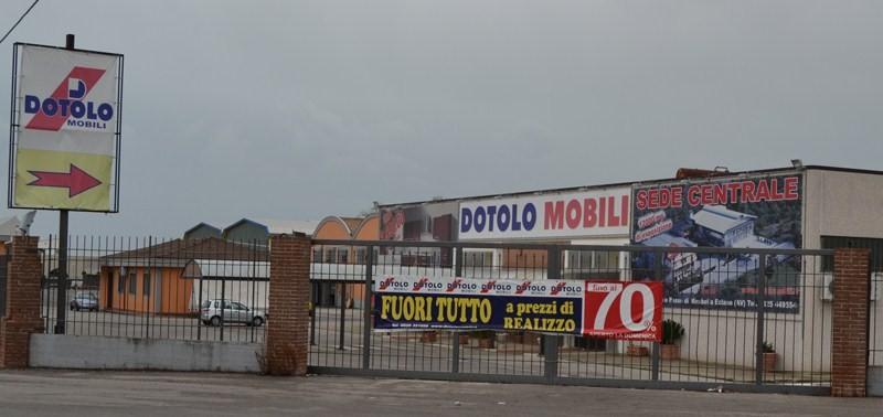 Bellizzi chiuso per abuso edilizio dotolo mobili politicademente il blog di massimo del mese - Dotolo mobili bellizzi ...