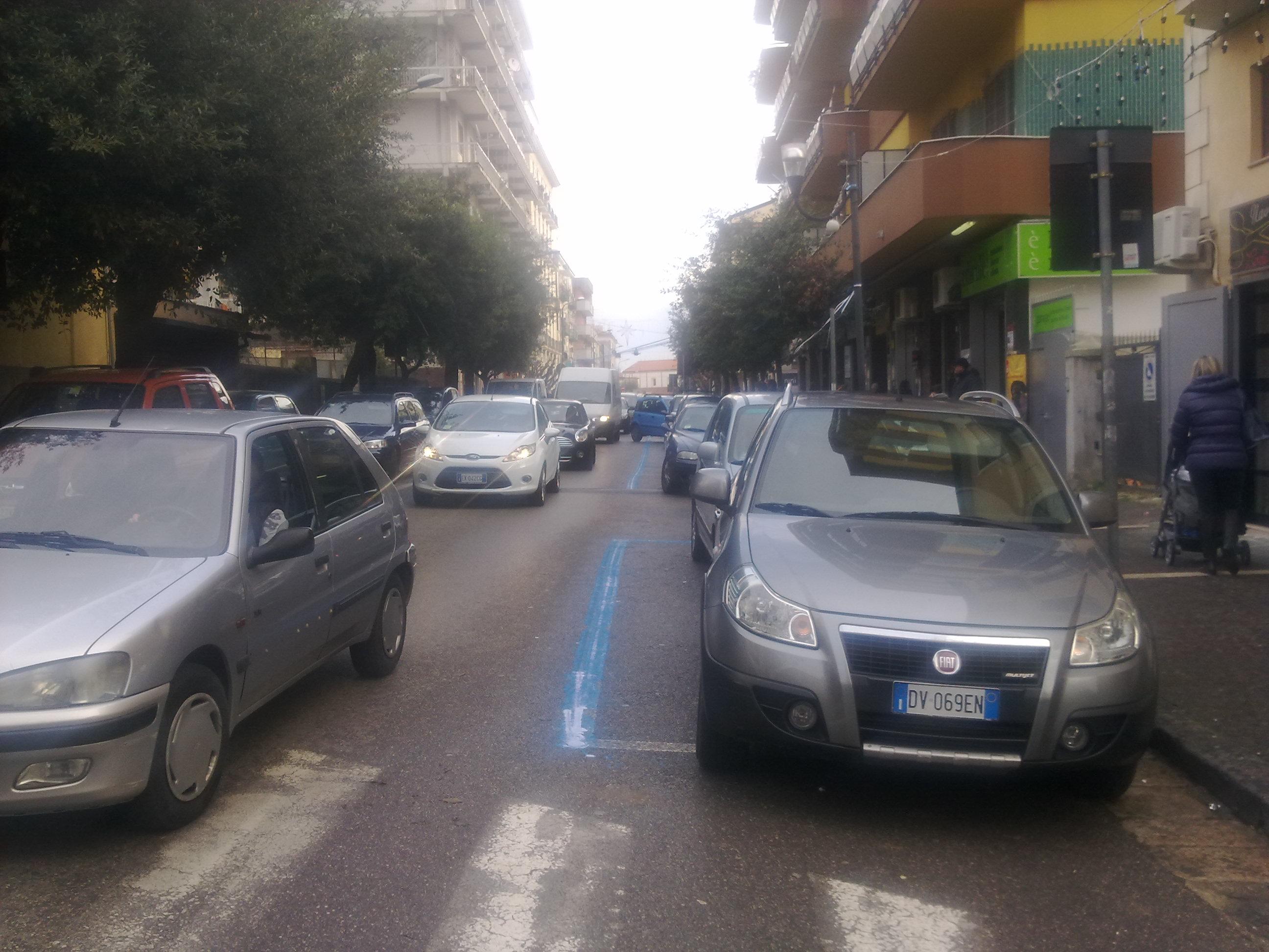 Dipingere Strisce Parcheggio : Come si disegna a terra il simbolo del parcheggio per disabili