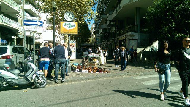 Festa SS Cosma e Damiano-bancarelle.jpg