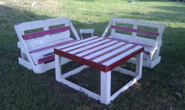 tavoli e sedie-materiali riciclati-piazza De vita