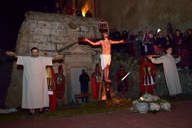 Gesù crocifisso nella rappresentazione della parrocchia di San Francesco di Eboli