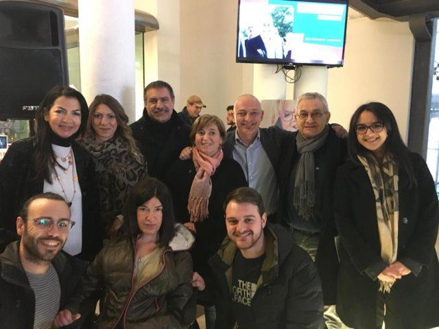 Anna Petrone con Femiano e altri sostenitori