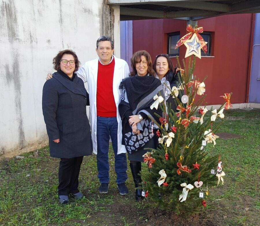 Angela Mazzariello-Rocco Basile-Antonella Citro-Carmela Fabiano-dono-abete-Hospice-Eboli