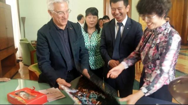 Sindaco Napoli ha incontrato la delegazione cinese città Zuchou