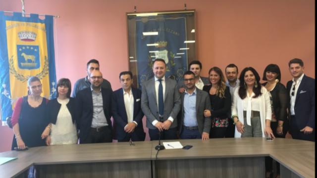 Francesco Morra con i consiglieri di maggioranza