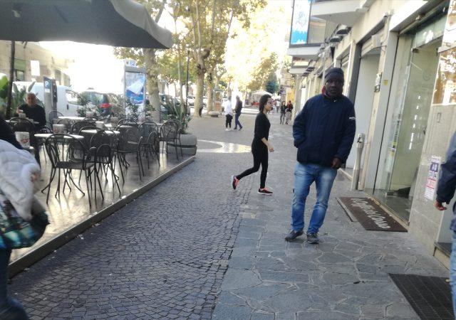 Eboli-Picchettaggio Bar del Corso-Viale Amendola