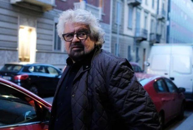 Beppe Grillo all'ingresso del Teatro Colosseo di Torino