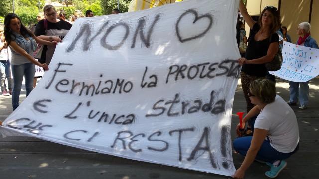 Lenzuolo-protesta-Ospedale-Eboli