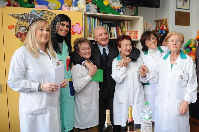 Pediatria-San-Leonardo-befana-2014-visita-De-Luca
