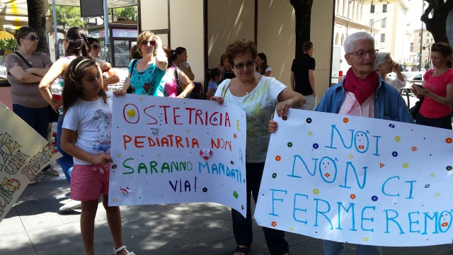 Protesta Ospedale-cartelloni