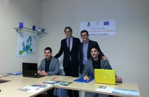 Roberto Monaco-con-i-Giovani-del-progetto