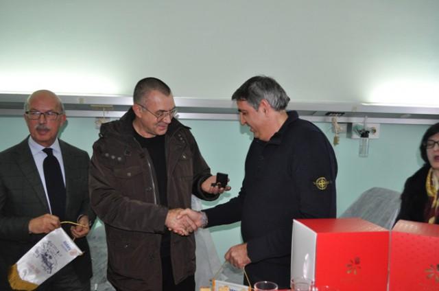 Rosmundo Giarletta-premia-Salvatore Riviello