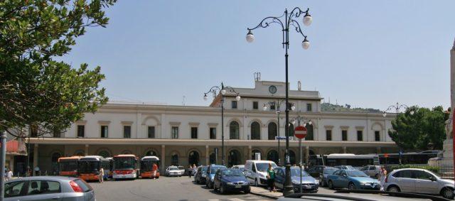 Salerno-Piazza-Stazione-ferroviaria