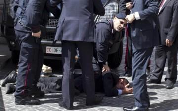 attentatore-montecitorio-bloccato-dai-carabinieri