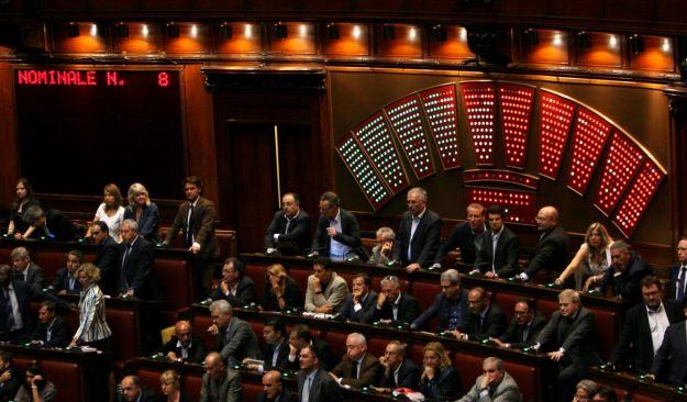 La camera vota la responsabilit civile dei giudici e i for Si svolgono alla camera
