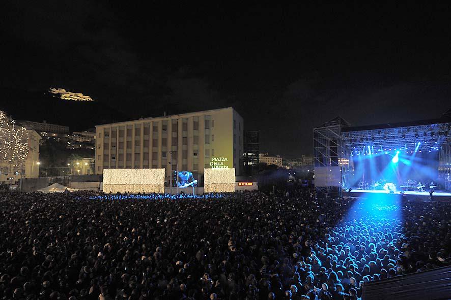 Tiziano ferro in Concerto scorcio panoramico Piazza della Libertà