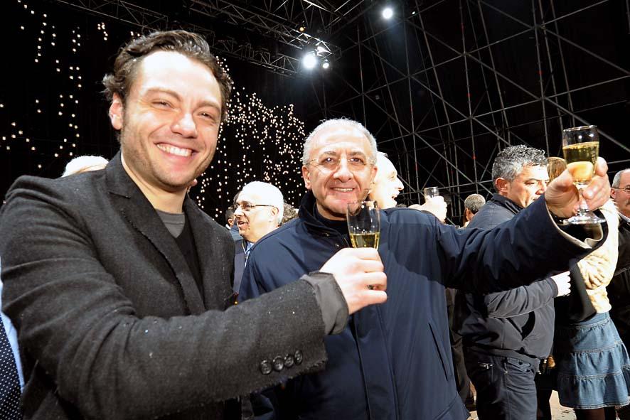 Tiziano Ferro e Vincenzo De Luca al brindisi di fine anno