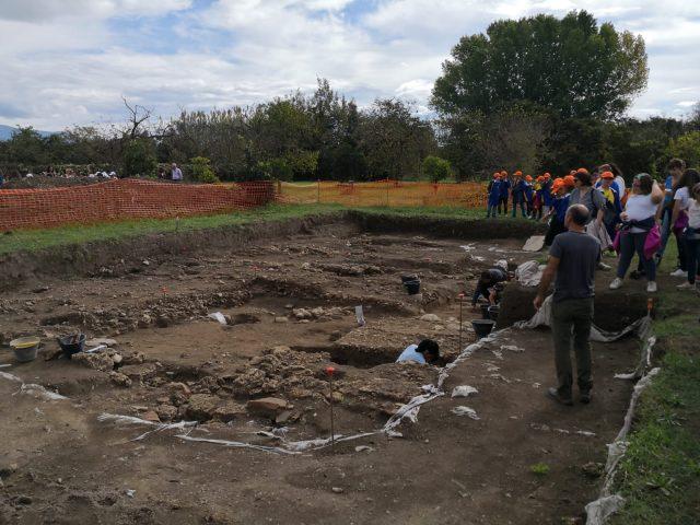 bambini al parco archeologico di Pontecagnano
