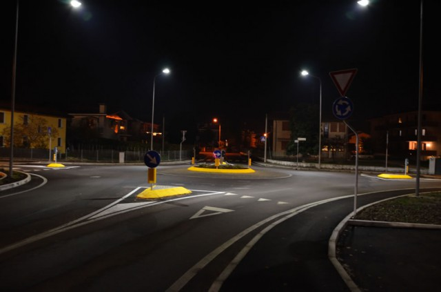 Nuova illuminazione pubblica a fisciano con lampade a led e pannelli