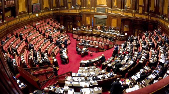 Il senato vota si al taglio dei parlamentari i deputati for Numero deputati