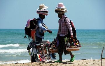 venditori_sulla_spiaggia-foto-toscana.it