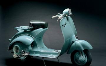 VESPA 125 U, 1953 Prodotta in soli 7.000 esemplari la Vespa 53 U è tra gli scooter più ricercati dai collezionisti. Foto © Archivio Piaggio