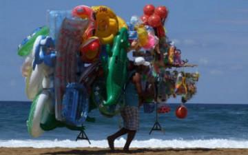 vu cumprà in spiaggia